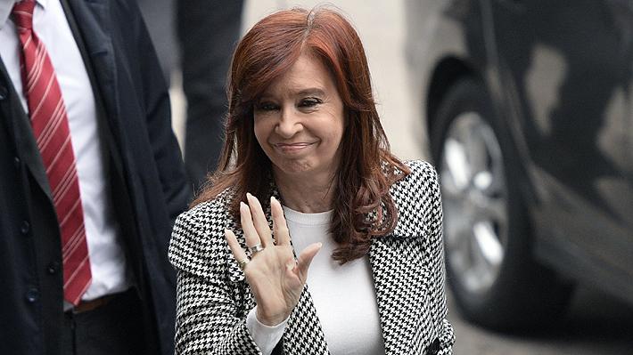 """Juez envía a juicio oral a Cristina Fernández por """"causa de los cuadernos"""" en plena campaña presidencial"""