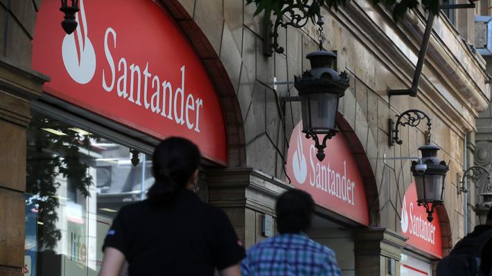 Banco Santander compensará a 36 mil clientes afectados por cobros en líneas de sobregiro