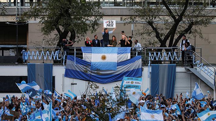 """Campaña presidencial de Macri arranca con masiva marcha y con llamado a revertir la balanza: """"¡Claro que se puede!"""""""