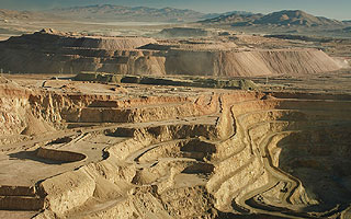 Dispar resultado: Producción minera sube con fuerza, pero se contrae la manufactura
