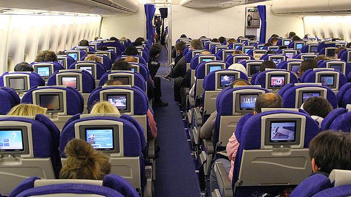 Controversia por herramienta de aerolínea japonesa que permite a pasajeros evitar sentarse cerca de niños
