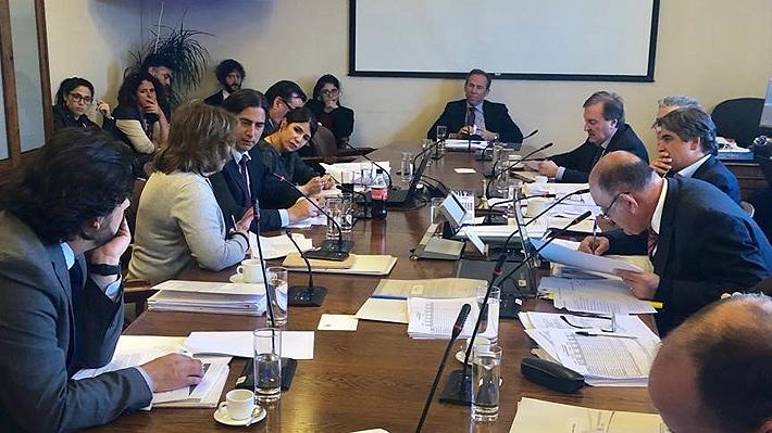 Comisión de Seguridad de la Cámara aprueba control preventivo a menores: RN insistirá en que se aplique desde los 14 años