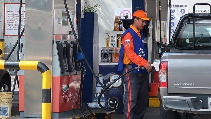 Precio de combustibles en Ecuador se duplicó a partir de hoy y gremios de transporte paralizan