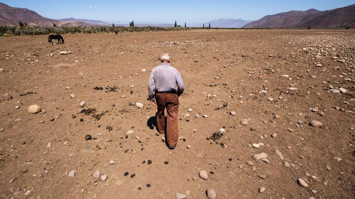"""Experto de la  U. de Chile: En el país hay """"abundante agua"""" pero se debe """"juntar el recurso y la población"""""""
