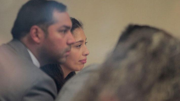 Formalizan a hija de removido ministro de Rancagua: Tribunal decreta arraigo nacional