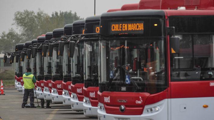 """Ex ministra atribuye alza en transporte público a """"buses eléctricos sin licitación"""" y """"prórroga de contratos"""" con operadores"""