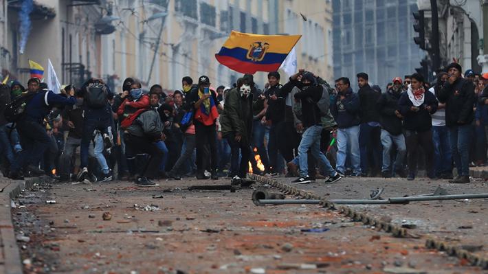 """Movimientos indígenas de Ecuador rechazan """"toque de queda"""" aplicado por el Gobierno"""