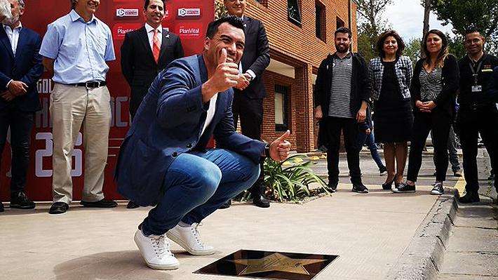 """Al puro estilo Hollywoodense: ANFP tributa a Esteban Paredes inaugurando """"Paseo de las estrellas"""" del fútbol chileno"""