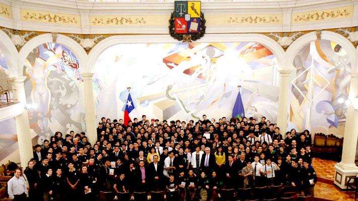 Encuentro entre U. de Chile y el Instituto Nacional abordó convivencia escolar y educación pública