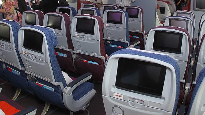 Británica sufrió acoso en un vuelo: un pasajero le envió mensajes a través del sistema de entretenimiento del avión