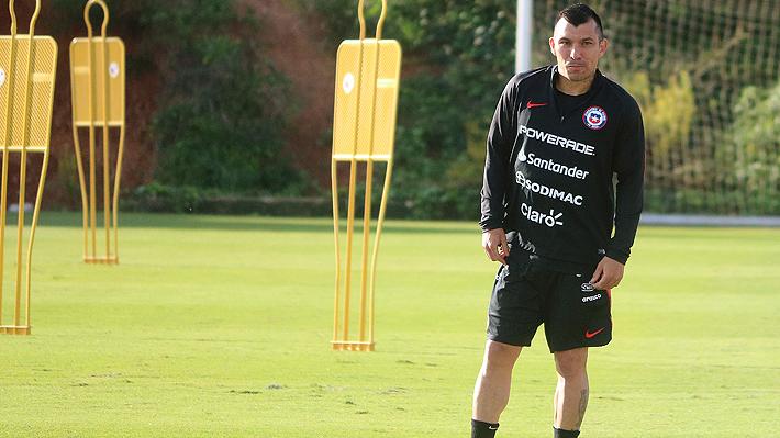 Mira la jugada en la que Medel se lesiona y por la que tuvo que ser reemplazado en el Chile-Colombia