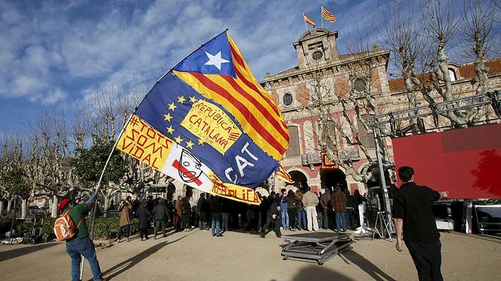 Justicia española dicta condenas de hasta 13 años para líderes del proceso independentista catalán