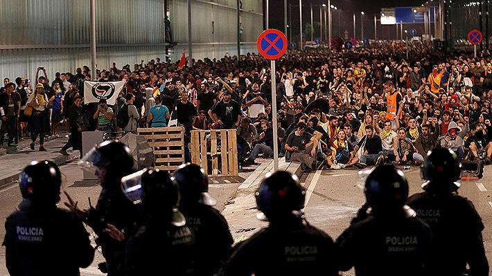 Caos en Cataluña: Varios detenidos y vuelos cancelados por masiva protesta tras condena a independentistas