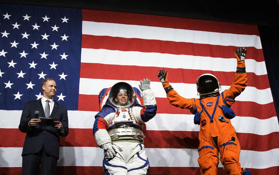 NASA presenta los trajes espaciales que utilizarán los astronautas que viajen a la Luna los próximos años