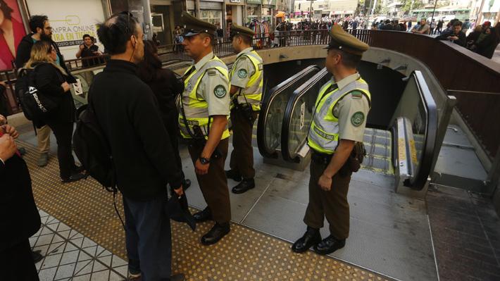 """Metro reporta nuevos disturbios en estaciones en medio de llamados a """"evasiones masivas"""""""