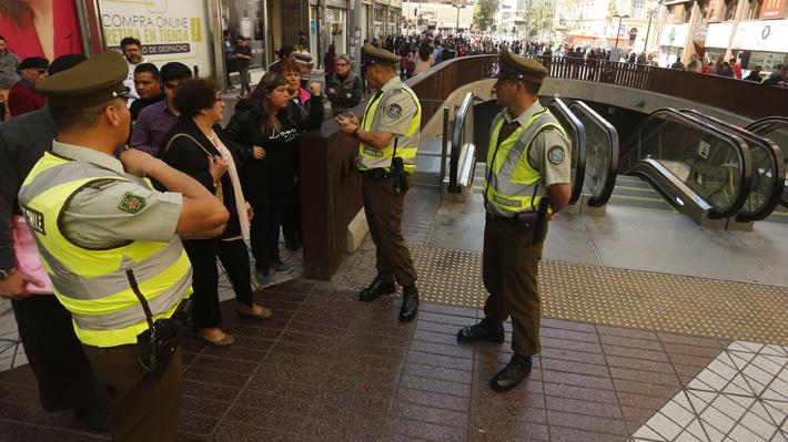 """El encendido debate de expertos por las """"evasiones masivas"""" tras el alza de tarifas del Metro"""