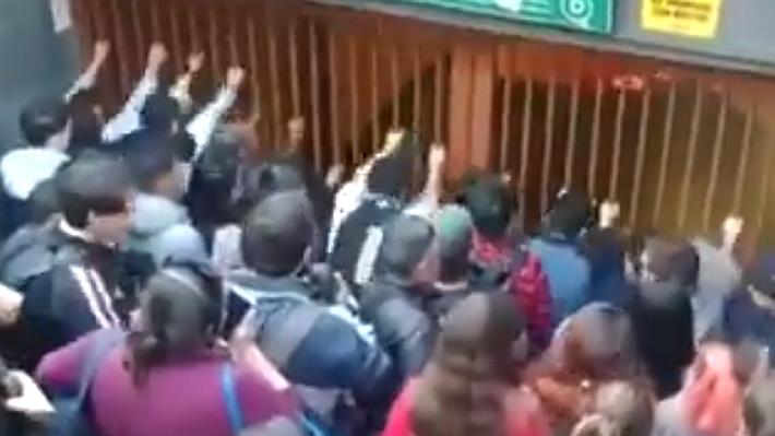 Nueva jornada de evasiones masivas en el Metro: Al menos 11 estaciones se vieron afectadas y hubo siete detenidos
