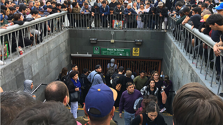 Reviva En tiempo real las protestas que se produjeron en distintas estaciones del Metro este jueves