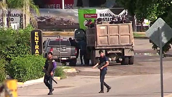 """Video: Violentas balaceras causan pánico en el noroeste de México ante posible detención del hijo del """"Chapo"""" Guzmán"""
