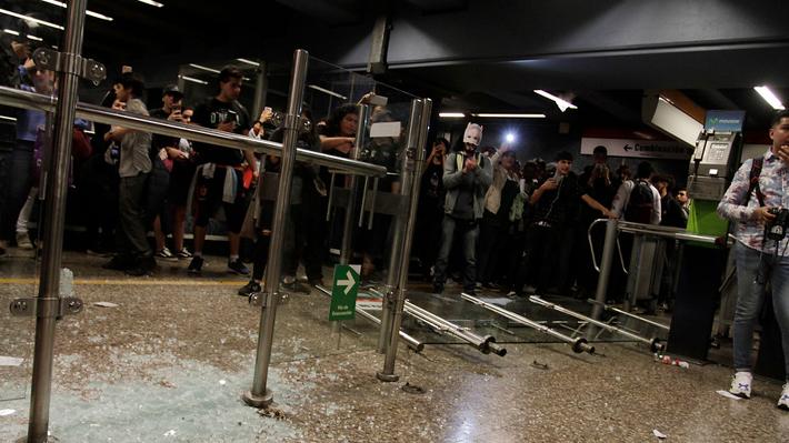 Metro inicia operación con accesos controlados tras jornada más violenta por evasiones masivas