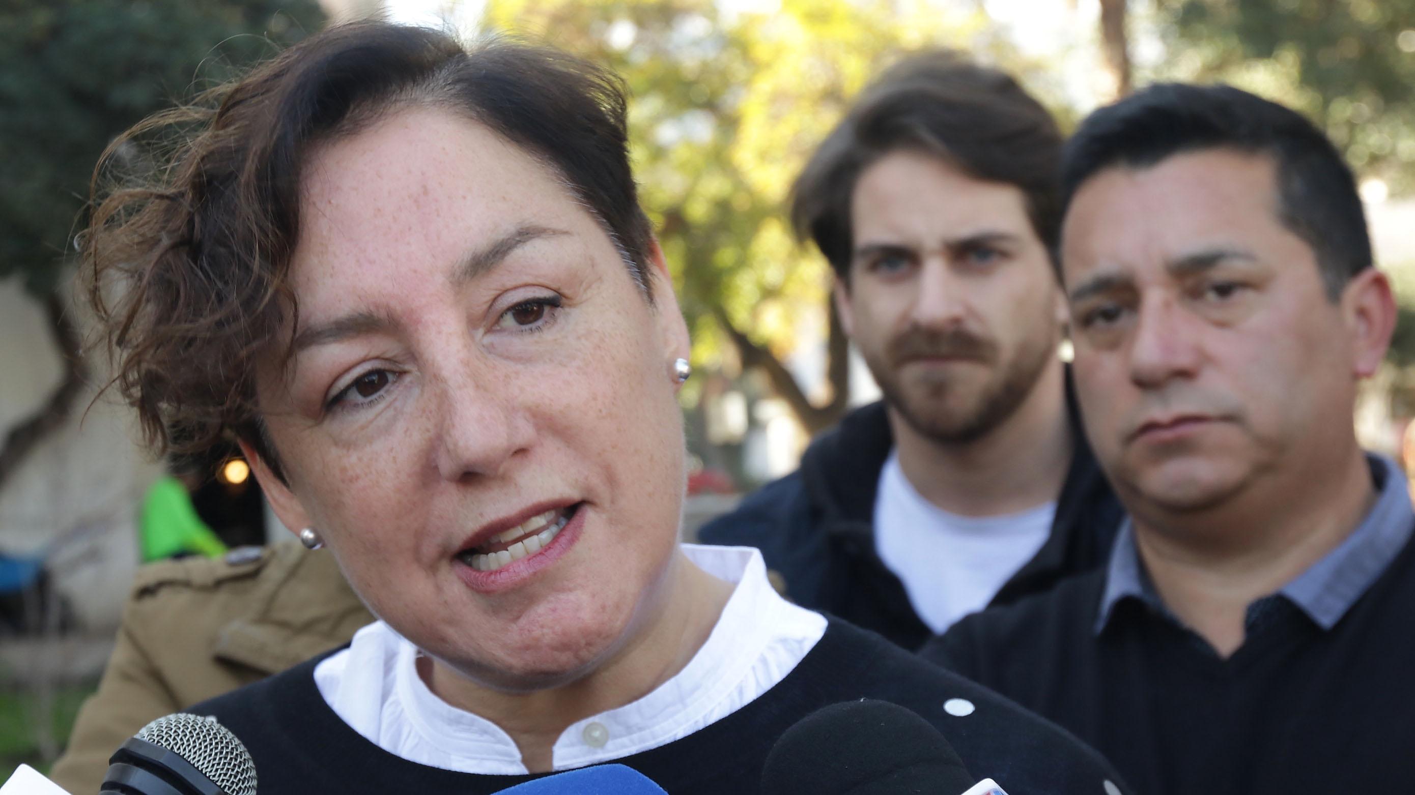"""Beatriz Sánchez emplaza a Piñera a """"escuchar a la gente"""" y echar pie atrás con el alza del transporte"""