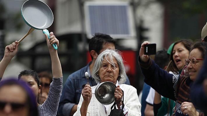 Crisis social y convivencia: Sociólogos analizan cómo afecta a los ciudadanos los hechos ocurridos en Chile
