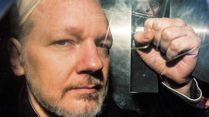 Juez británico ordena a Assange permanecer en prisión a la espera del juicio de extradición a EE.UU.