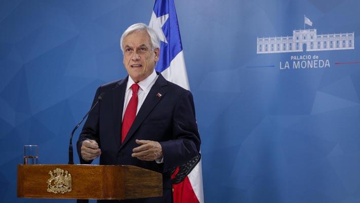 Pensiones, sueldo mínimo y reducción parlamentaria: Piñera entrega una serie de medidas en medio de crisis en el país