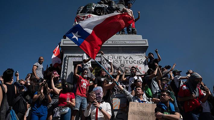 """Unión Europea llama a """"todos los actores"""" en Chile a actuar """"con moderación"""" ante crisis"""