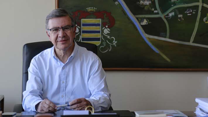 """Las Condes dona $1.000 millones a La Pintana: Lavín afirma que """"el país necesita gestos"""""""