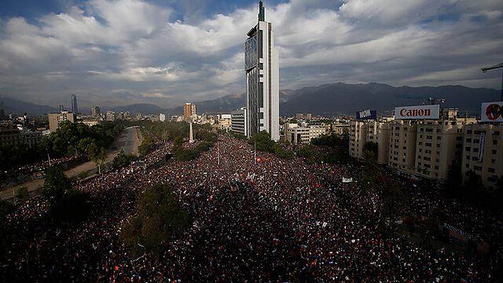 Marcha histórica: Más de un millón de personas se manifestaron en Santiago a una semana del estallido social