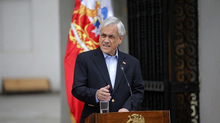"""Piñera solicita a todo su gabinete """"poner sus cargos a disposición"""" y espera levantar estados de emergencia"""