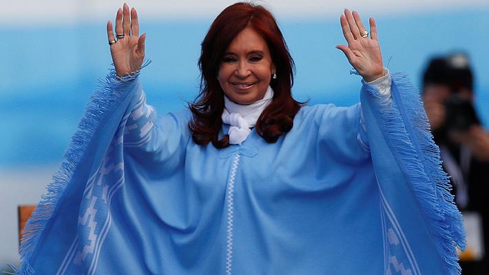 El significado detrás de los ponchos que Cristina Fernández lució durante la campaña electoral en Argentina