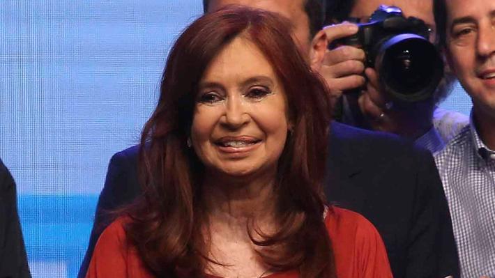 Justicia argentina revoca dos procesamientos contra Cristina Fernández por corrupción pero avala otro