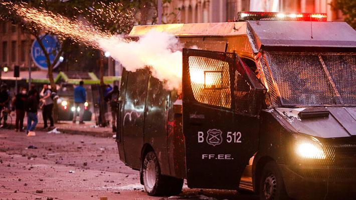Las principales lesiones de carabineros en las casi dos semanas de protestas han sido por objetos contundentes