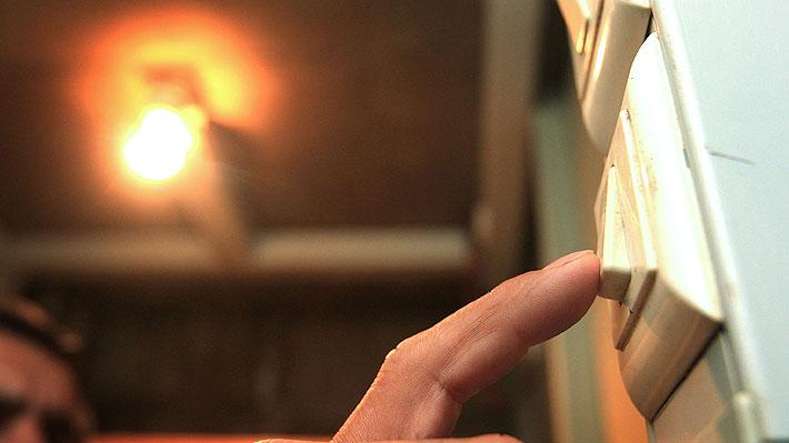 Congreso ya lo despachó a ley: Cómo se reflejará el congelamiento del alza de la cuenta de la luz en los clientes
