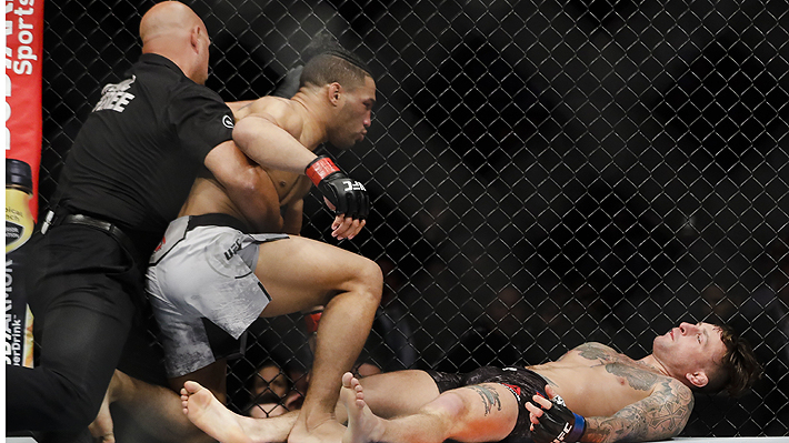 """Mira el impactante nocaut de un luchador de la UFC que ha sido tildado de """"demencial"""""""