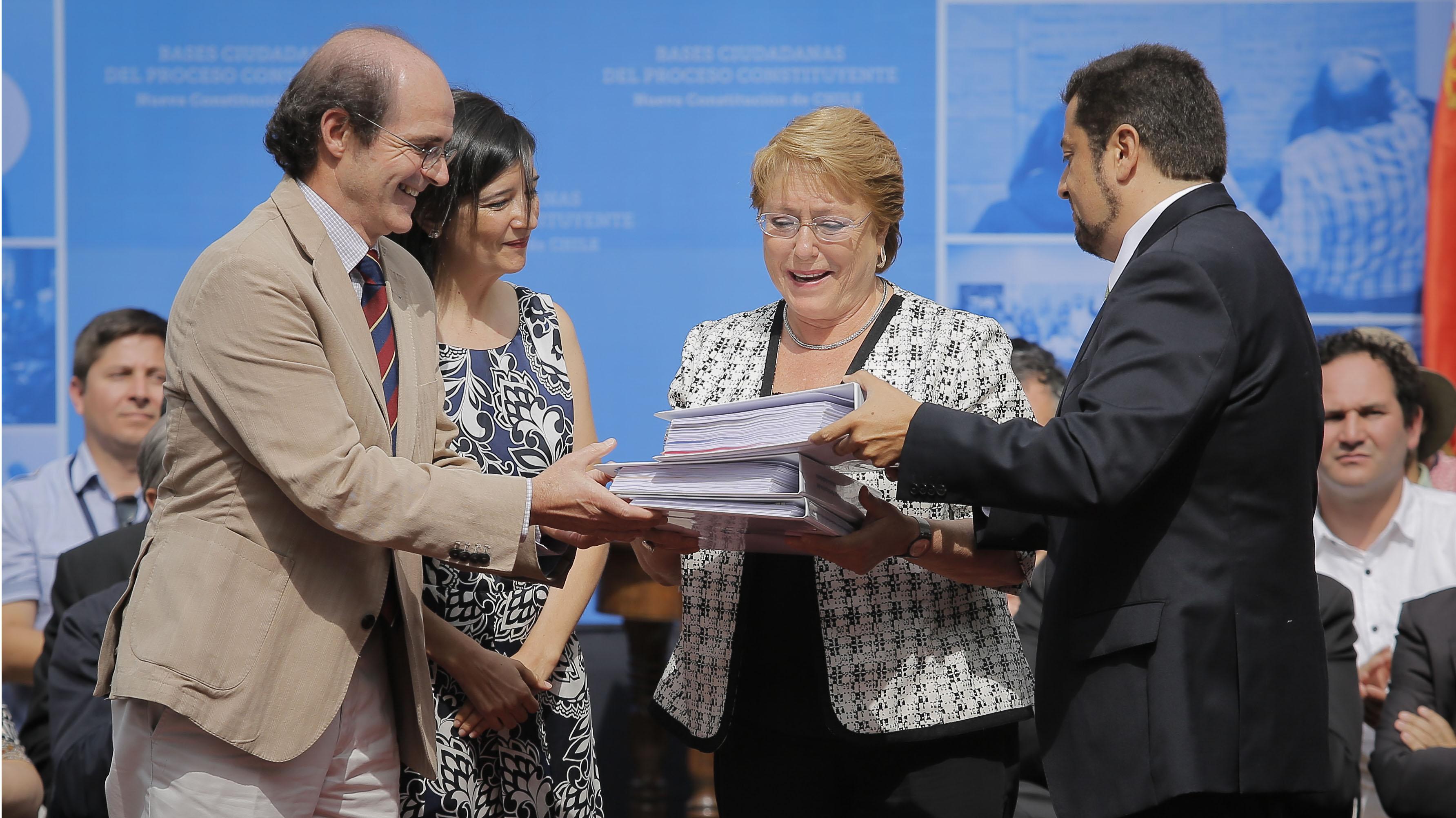 Las conclusiones de los encuentros ciudadanos que convocó Bachelet en 2016 para cambiar la Constitución