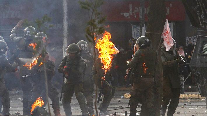 """Gobierno condena ataque con bombas molotov que dejó a dos carabineras heridas: """"Esta es una agresión salvaje"""""""