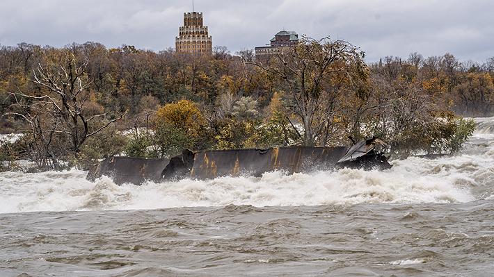 Fuerte tormenta hace reaparecer barco que naufragó hace más de 100 años en las cataratas del Niágara