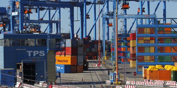 Exportaciones chilenas cayeron 21% en octubre y anotaron déficit de más de US$300 millones en medio de crisis