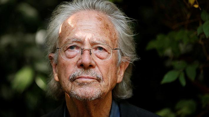 Supuesto pasaporte yugoslavo del Nobel de Literatura Peter Handke provoca polémica en Austria