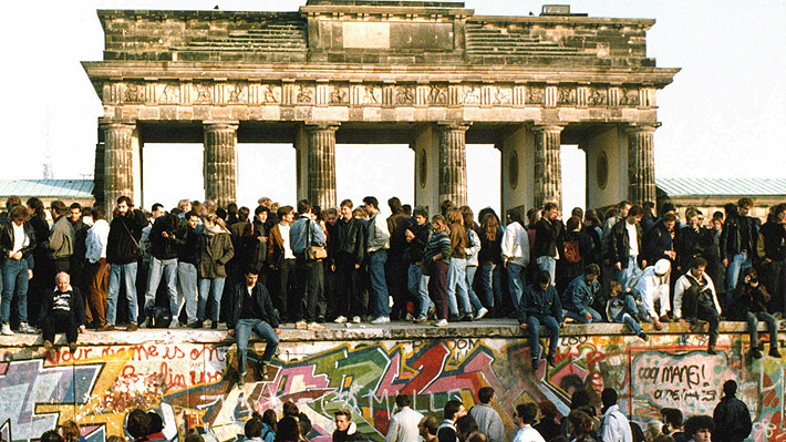 """Académico de U. de Hamburgo a 30 años de la caída del muro de Berlín: """"Es una historia de éxito, sin embargo, no fue gratuita"""""""