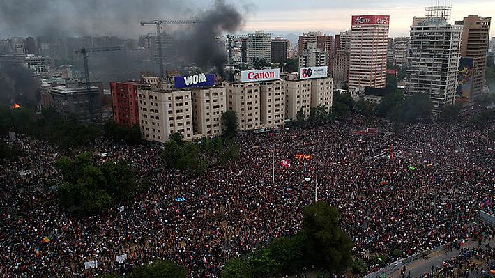 """Intendente cifra en 75 mil los asistentes a Plaza Italia y condena incidentes: """"Si creen que se la van a llevar gratis, se equivocan"""""""