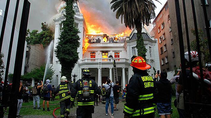 Carabineros confirma detención de al menos cuatro sujetos por daños que afectaron a Universidad Pedro de Valdivia