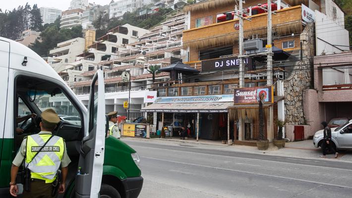 Denuncian que sujeto disparó en vía pública a manifestantes en Reñaca: Tras esto hay incidentes con Carabineros