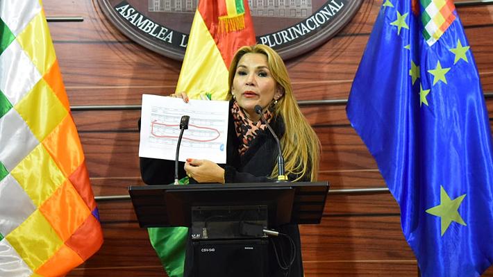 Senadora opositora asumiría presidencia de Bolivia mientras que Evo Morales denuncia una orden de detención en su contra