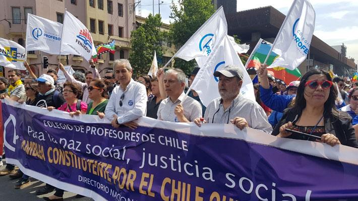 Profesores marcharon por la Alameda en medio de paralización nacional de 48 horas
