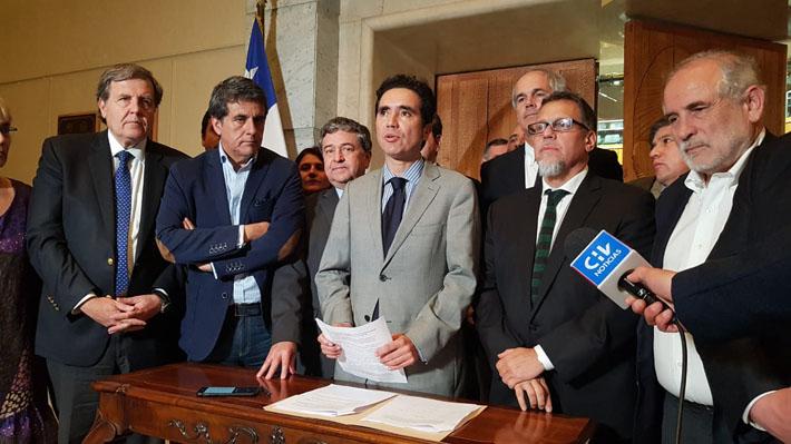 Gobierno y oposición logran acuerdo por presupuesto 2020: Incluye rebaja a tarifas de transporte para adultos mayores