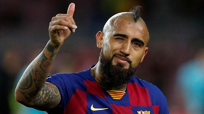 """Vidal en su arribo a Chile: """"Estoy con el pueblo... Sería lindo ganar a Perú para que la gente se olvide un poco de lo que está pasando"""""""